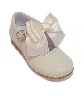 Mary Jane patent leather 4199 cream with Chantelle bow