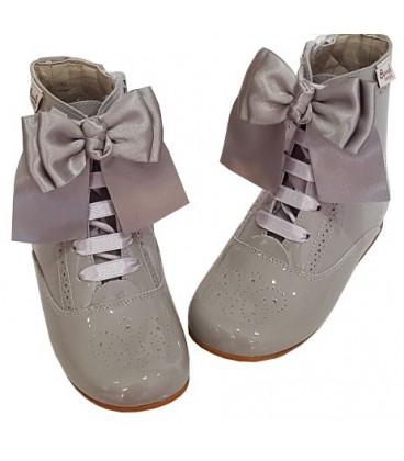 4253 Patent boots light grey with bows