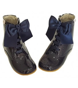 4253 Patent boots navy with bows