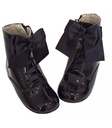 4253 Patent boots black with bow