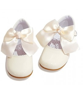 Mary Jane patent leather 4199 cream with Julieta bow