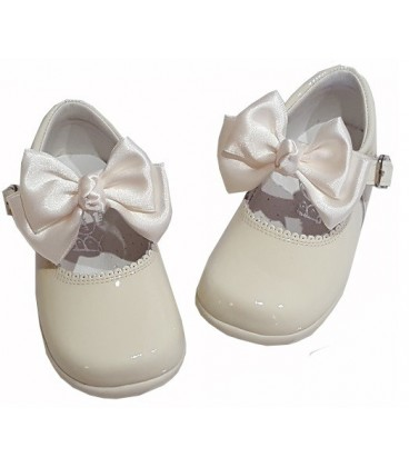457 Girls shoes with bow beig.