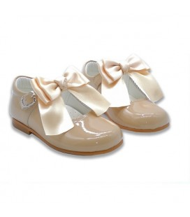 Mary Jane patent leather 4199 camel with Chantelle bow