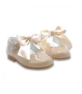 Mary Jane patent leather 4199 camel with Julieta bow